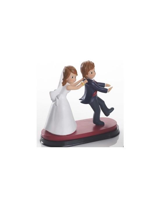 Figura pareja de novios agarrándose 20 cm As De Trebol Bodas